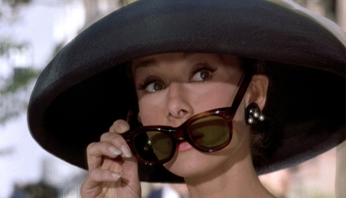 Breakfast-at-tiffanys-hat-sunglasses